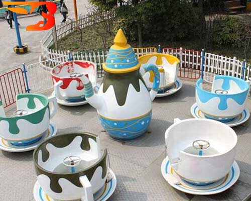 tea cup and saucer ride